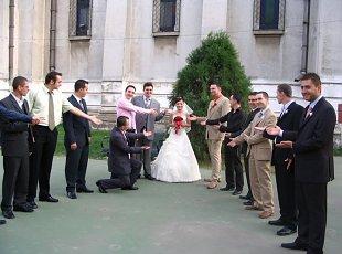 Jocuri pentru nunta: Descrie mireasa