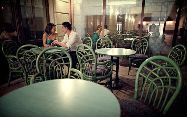 Sedinta foto de logodna in cafenea Bucuresti